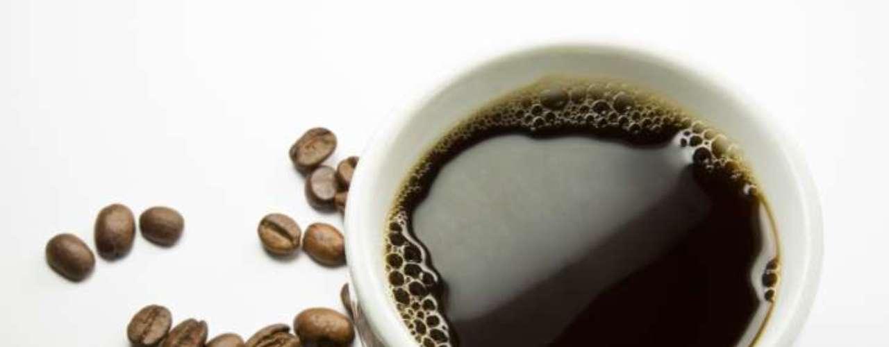 Café: pesquisas associam a bebida a benefícios como proteção ao coração, combate à depressão, diminuição do risco de diabetes. Isso se deve a suas propriedades antioxidantes, benéficas à saúde das células cerebrais