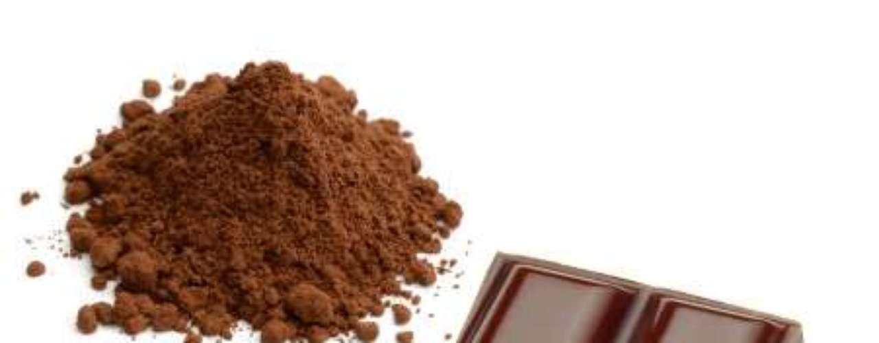 Chocolate amargo: o doce faz bem à saúde graças ao cacau, que é rico em antioxidantes, associados a baixos índices de pressão sanguínea, mau colesterol e à boa saúde do coração. Mas o consumo deve ser moderado devido aos índices de calorias e gorduras