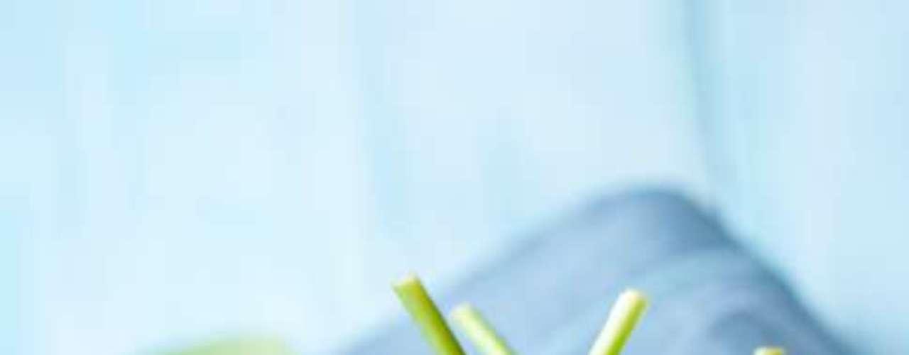 Espinafre: fornece tanto cálcio quanto um copo de leite e ainda contém antioxidantes e vitamina A
