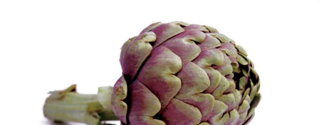 Alcachofras: muito ricas em fibras, cerca de 12 gramas por cada 120g, ajuda na manutenção do peso e dos níveis de colesterol. Mas sua vantagem está no fato de ser o alimento com maiores índices de antioxidantes, superando outros como frutas vermelhas, uvas ou chocolate amargo