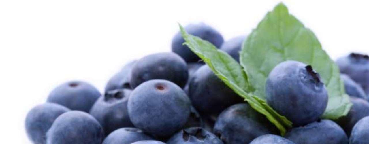 Mirtilo: como as demais frutas normalmente chamadas de 'vermelhas', fornece vitaminas e antioxidantes ao corpo. A diferença é que os mirtilos possuem as maiores quantidades dessas substâncias, responsáveis pela manutenção do colesterol, redução do diabetes, retardo do envelhecimento, entre outros benefícios