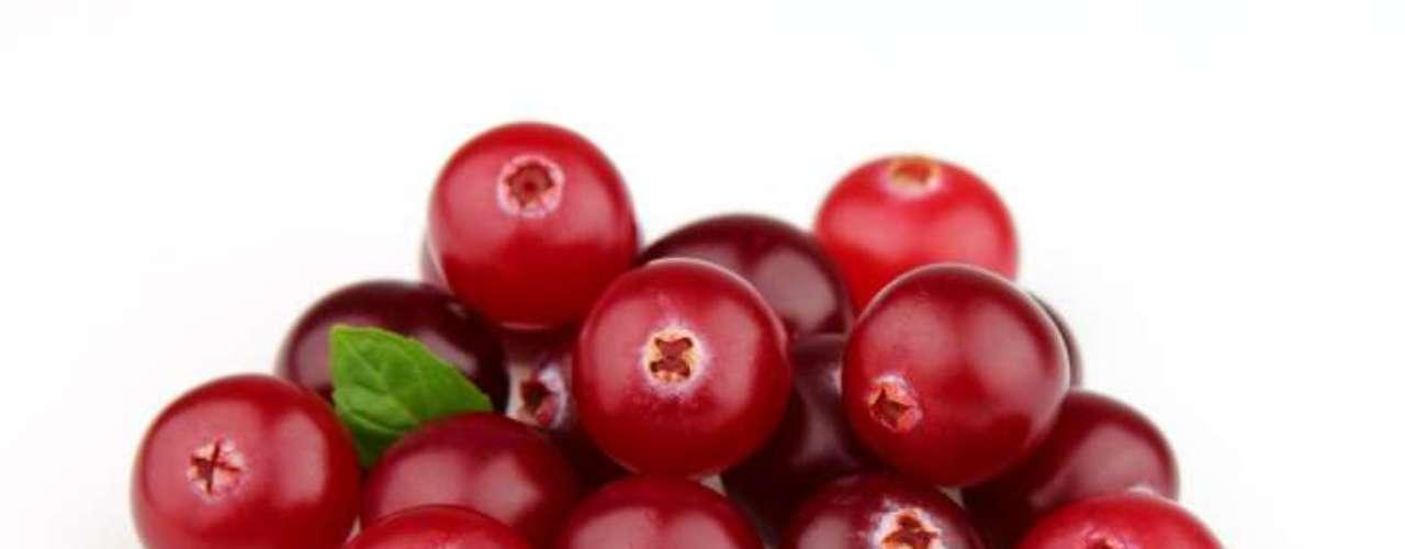 Cranberries (Oxicoco): repleta de antioxidantes, que ajudariam a combater infecções do trato urinário e também o acúmulo de tártaro. Mas isso quando a fruta é consumida in natura e não na forma de sucos, que geralmente contém açúcares
