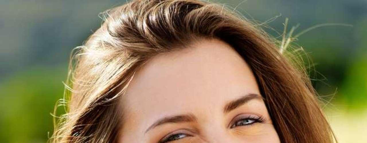 Sorriso movimenta boa parte da musculatura do rosto, melhora a elasticidade da pele e ainda ajuda a retardar o envelhecimento cutâneo