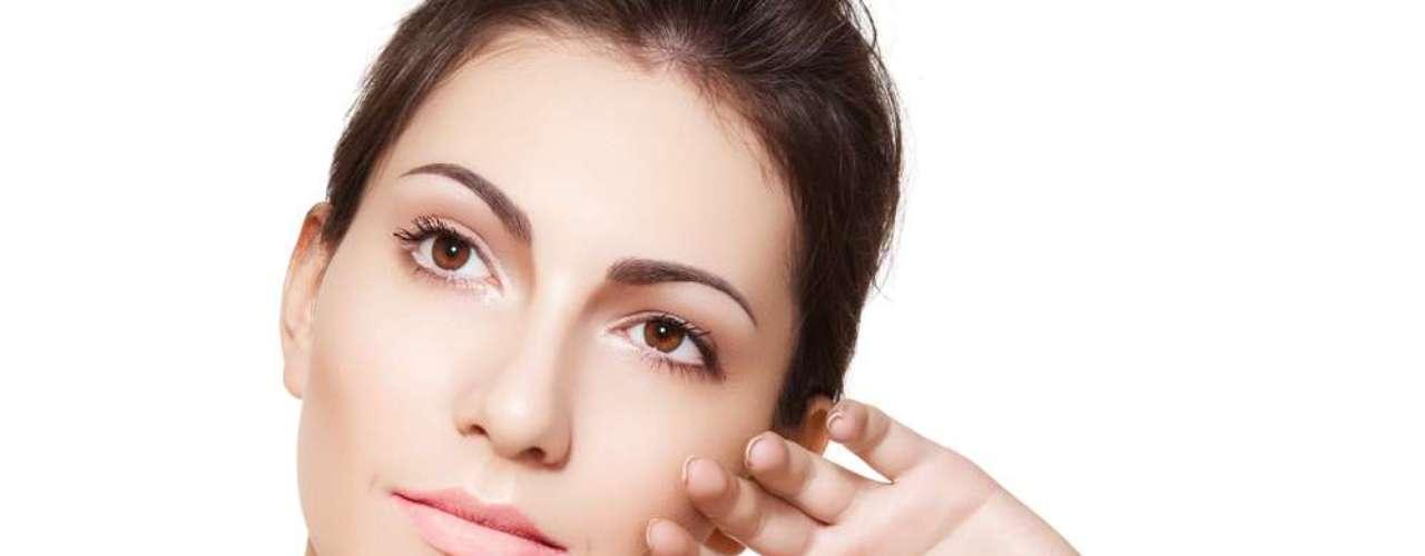 Os movimentos dos músculos decorrentes de um largo sorriso também melhoram o aspecto da pele, deixando-a mais bonita, viçosa e macia