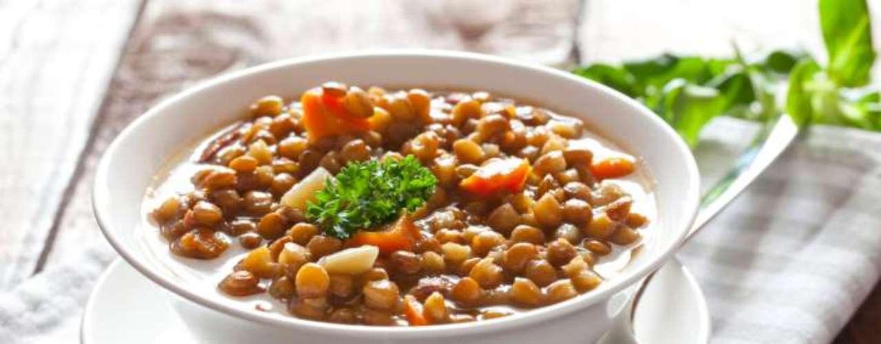 Lentilhas: uma xícara dos grãos fornecem 18 gramas de proteínas, o mesmo que 90 gramas de carne