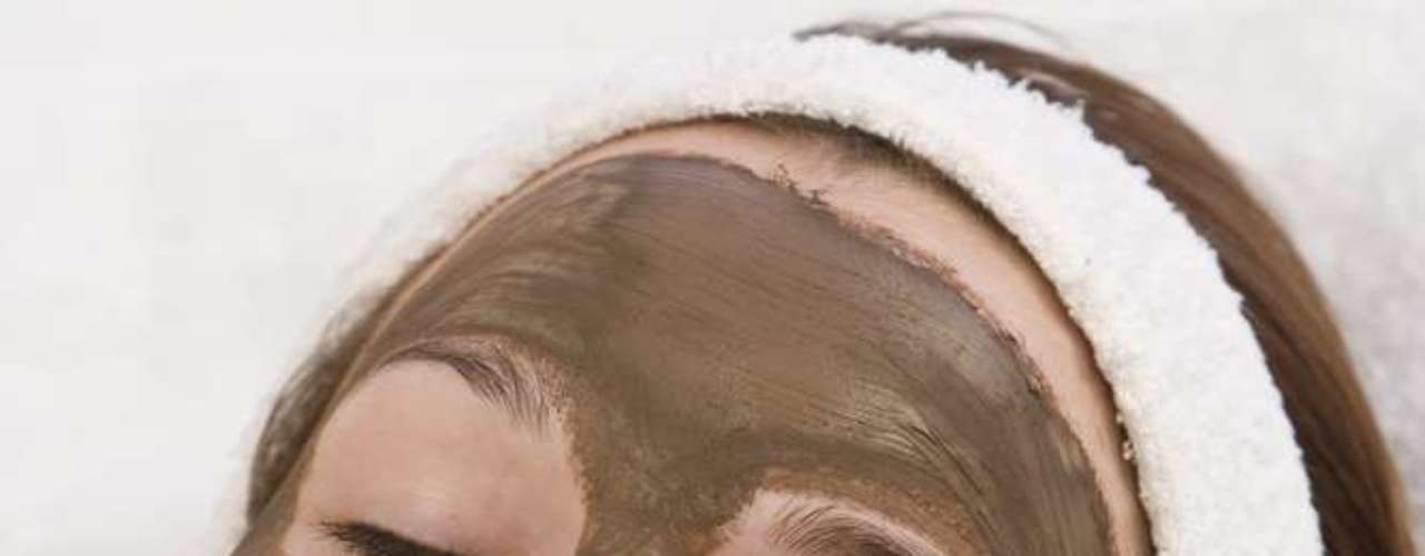 Máscara de chocolate com argila rosa tem efeito hidratante e revitalizante em mulheres com mais de 40 anos