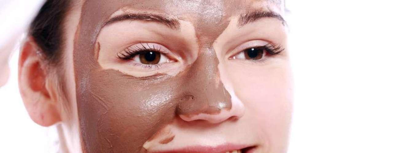 Pela consistência de seus ingredientes, máscara de chocolate com argila rosa não é recomendada para peles oleosas ou com acne
