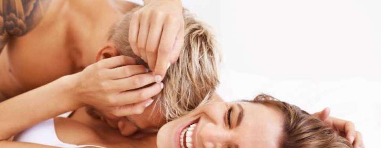 4. Mantém o casal conectado: quando um homem e uma mulher chegam ao orgasmo juntos, eles estão conectados em um nível mais profundo. De acordo com Heart, essa é \