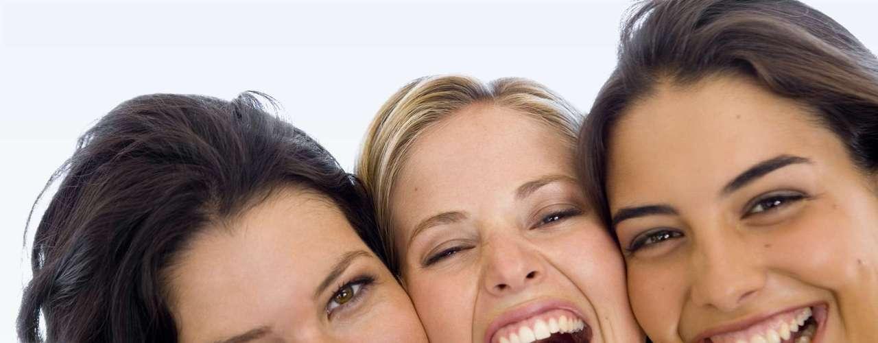 6. Escolha as amigas certas para esse momento: sabe aquelas mulheres que, depois de uma separação, acreditam que todos os homens são cafajestes e comparam todos os caras que conhecem com seu ex, que a traiu com a secretária de 20 anos? Fuja delas. Essas mulheres não tem nada para oferecer a você, não vão conseguir dar bons conselhos nem encorajá-la a seguir em frente