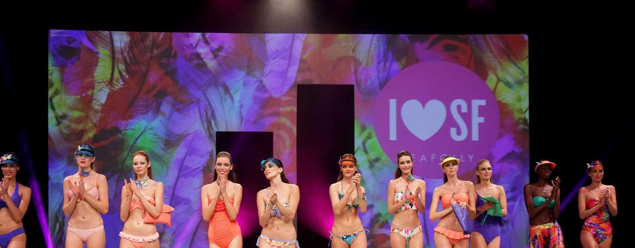 No último sábado (7), modelos desfilaram Paris Mode City, em Paris
