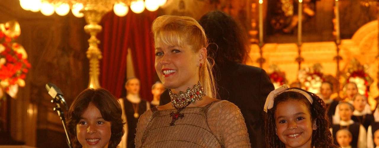 """""""Está legal, mas exageradíssima, com muitos acessórios"""", ressalta Bia, que destaca como ponto positivo o cabelo mais curto, que é """"mil vezes mais elegante para ela"""""""