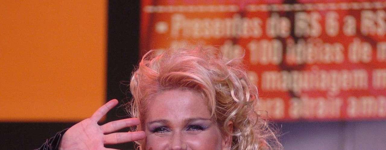 """Bia define o look como """"sensual, chique e bonita"""". A apresentadora gosta de usar looks mais exagerados no palco"""