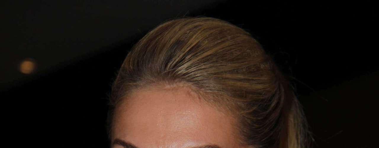 Ana Hickmann usa o Burst System - composto de géis anticelulite para garantir firmeza na pele