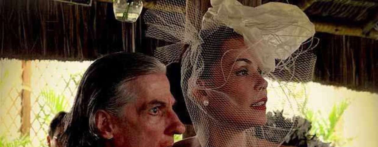 O batom vermelho que a personagem Alexia (Carolina Ferraz), de Avenida Brasil, usou em seu casamento fez sucesso