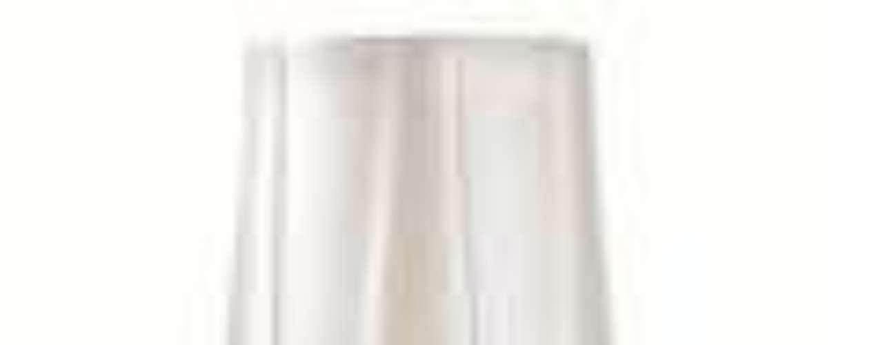 O esmalte cobre que a Débora (Nathalia Dill) usa em Avenida Brasil é uma mistura de cores: Dia das Estrelas (Preço: R$ 2,75; Informações: 0800-111145), da Risqué e Café creme, da Impala
