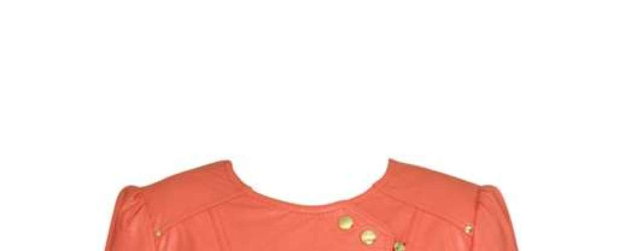 Jaqueta de couro coral Lança Perfume, R$1749,90. Serviço: 03001406900