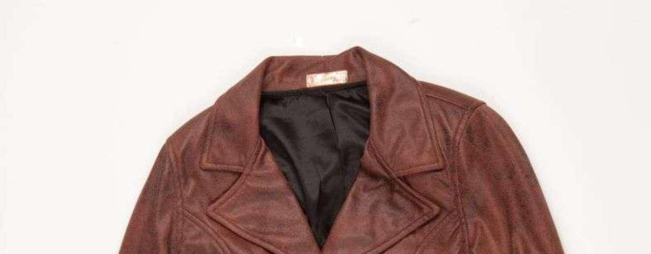 Jaqueta de couro marrom Dimy, R$416,00. Serviço: 48 32670389. www.dimirmay.com.br