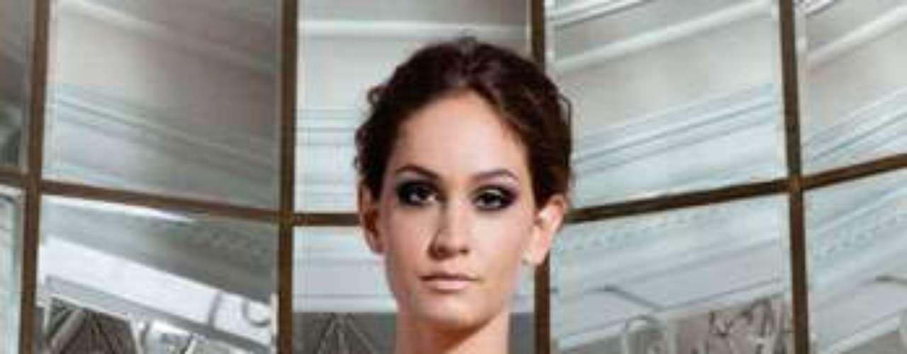 Jaqueta de couro com laço Adriana Degreas, R$2640,00. Serviço: www.adrianadegreas.com.br