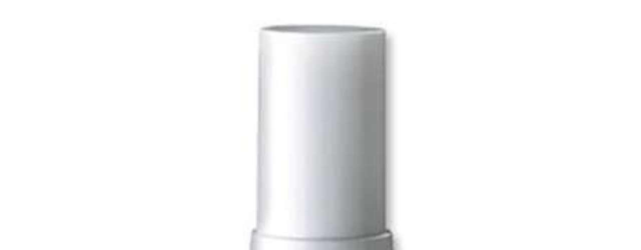 Rejuvenating Serum, da marca Mila Moursi, é o preferido da atriz Jennifer Aniston. O produto custa cerca de R$ 715.