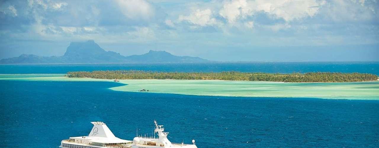 Paul Gauguin, Gauguins Polynesia: o famoso pintor francês Paul Gauguin terminou sua vida relaxando na Polinésia Francesa, onde a liberdade dos nativos, que viviam nus, e a beleza das paisagens inspiraram suas últimas obras. Em abril de 2013 será possível  seguir os passos do artista tão à vontade quanto os nativos da época, no cruzeiro nudista Paul Gauguin, que homenageia o pintor. A viagem parte de Papeetee no dia 6 de abril e volta ao mesmo local no dia 20, após duas semanas pelas ilhas