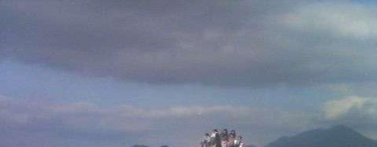 Dodonpa, Japão - Inaugurada em 2001, a montanha-russa Dodonopa é uma das principais atrações do parque de Fuji-Q Highland, na cidade de Fjuyoshida. Segunda montanha-russa a usar ar comprimido para dar impulsão a seus carrinhos, Dodonpa chega a uma velocidade de 172 km/h