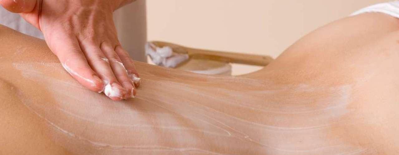 Creme usado na massagem atua na eliminação de toxinas e relaxamento muscular