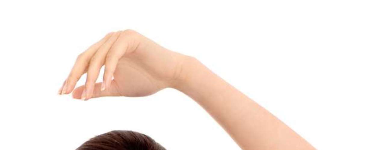 Desodorantes com vitaminas E e F ajudam a prevenir o ressecamento da pele e a combater os radicais livres responsáveis pelo envelhecimento da cútis