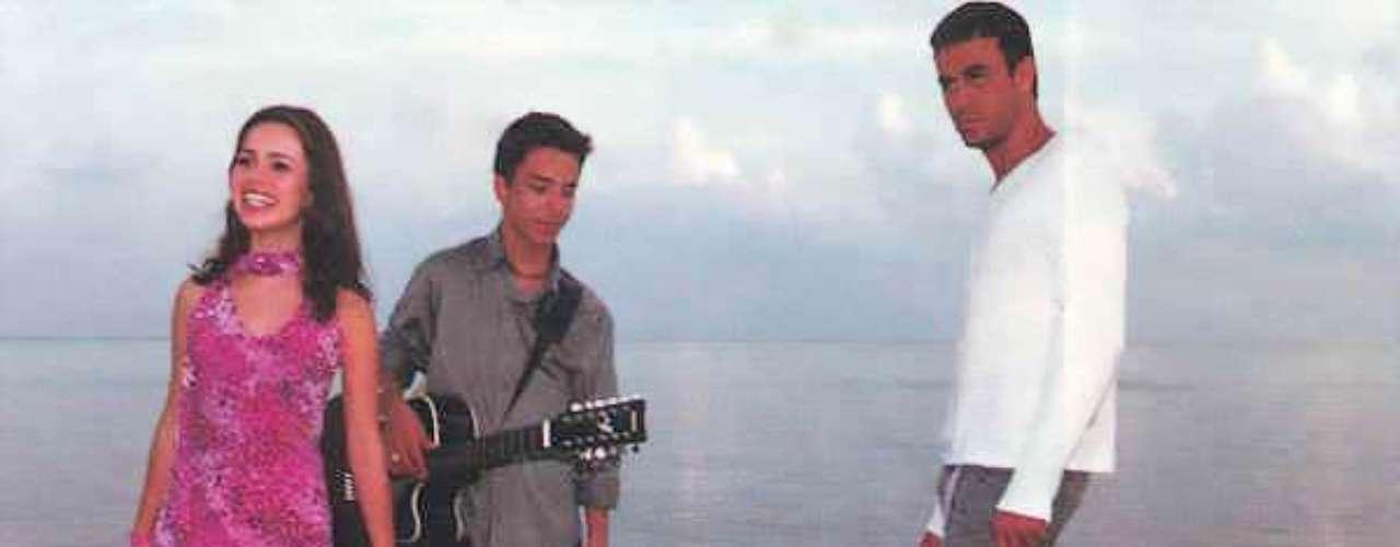 Na época do sucesso da música 'You're My Number 1', em 2000, Sandy havia abandonado as peças mais infantis. \