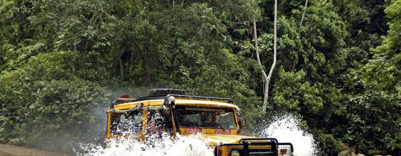 Ilhabela, SP: Ilhabela, no litoral de São Paulo, é um destino que recebe muitos turistas do país inteiro. A  130 km da capital paulista, Ilhabela encontra-se perto do continente e é acessível por balsas que partem de São Sebastião. São mais de 36 km de praias escondidas ou agitadas em uma ilha onde trilhas e natureza contrastam com a agitação da Vila de Ilhabela