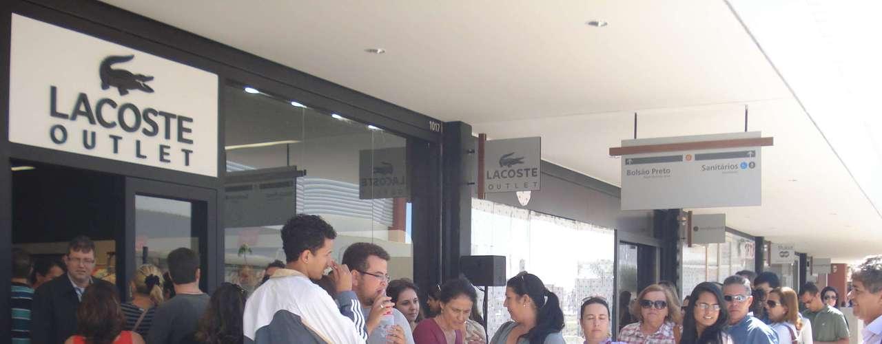 Lacoste foi outra loja que teve fila para entrar no dia da inauguração do novo Outlet Premium Brasília