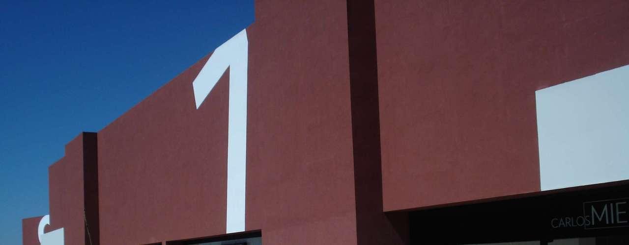 O empreendimento é o segundo do tipo no Brasil. O primeiro foi construído em 2009 em Itupeva, São Paulo. A promessa é de que sejam vendidas peças de coleções passadas com até 80% de desconto