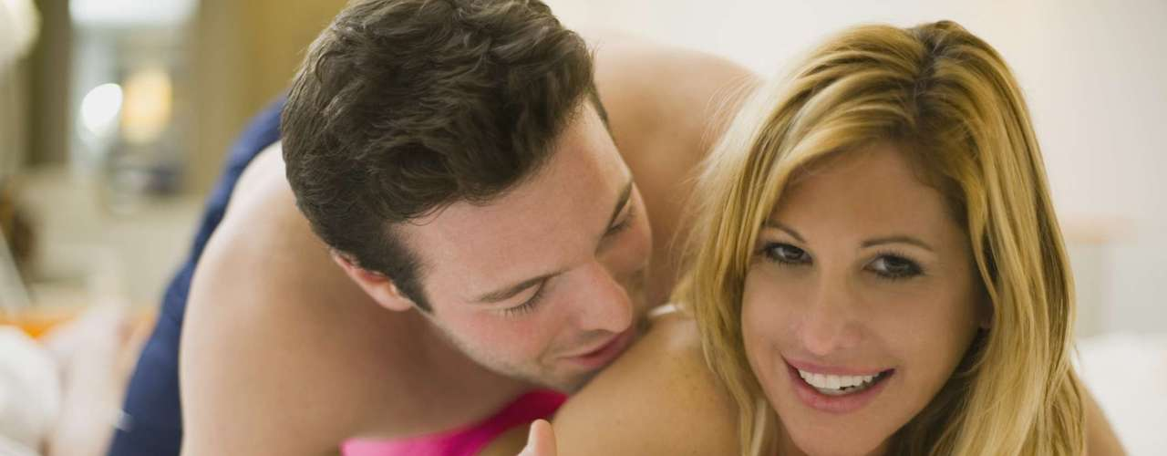 Pode até parecer igual, mas as duas técnicas são bem diferentes. No tantra sexual, a ideia é sentir e prolongar o ato sexual o máximo que puder, mas diferentemente do karezza, há penetração e orgasmo