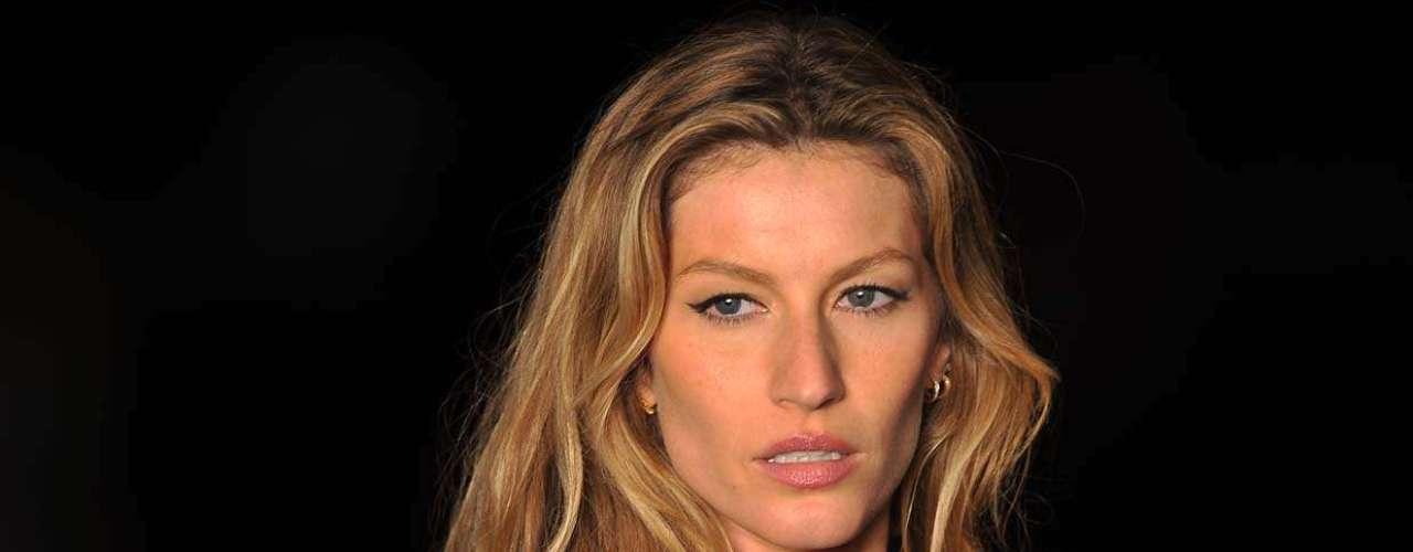 Em janeiro de 2011, Gisele Bündchen pisou pela última vez na passarela da Colcci e passou o cargo de garota-propaganda para Alessandra Ambrosio