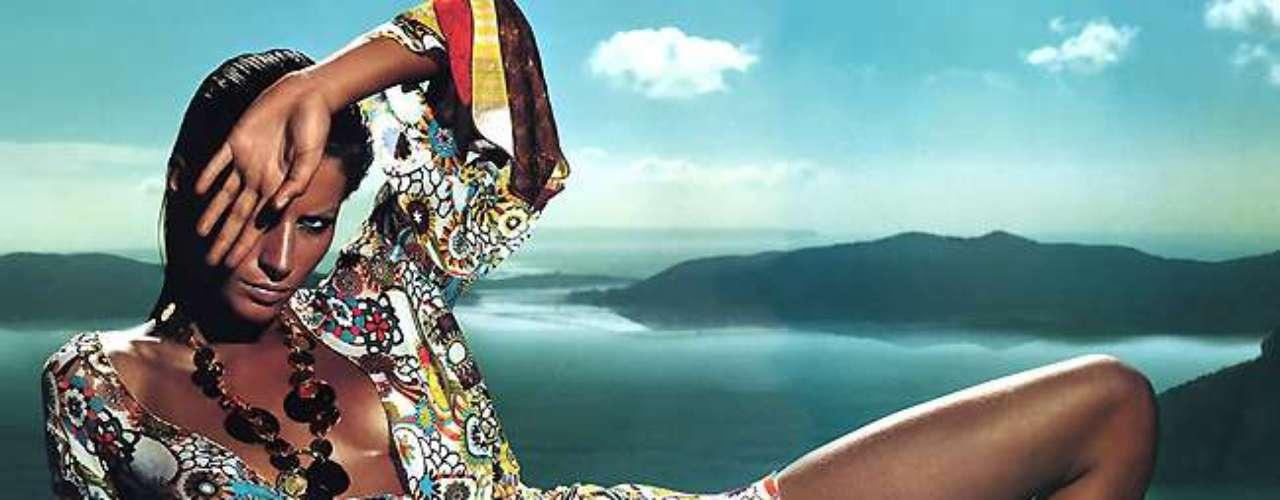 Gisele Bündchen mostrou corpo bronzeado em poses sensuais na campanha da Missoni para o verão de 2009