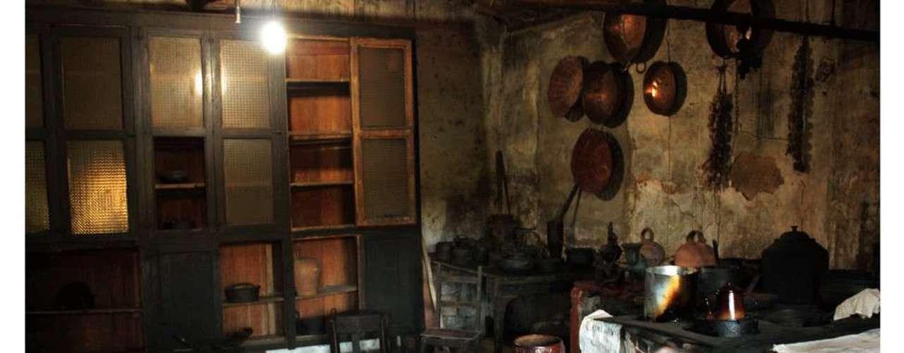 Guilhermo Faraco enviou foto da cozinha de uma fazenda do século 17. Em detalhe o fogão a lenha