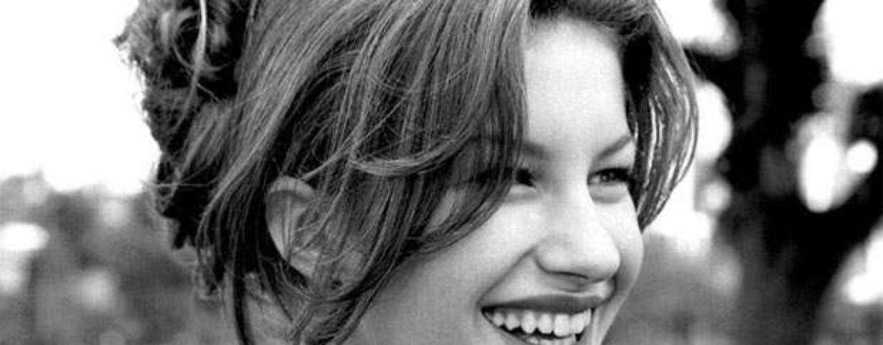 A imagem de Gisele Bündchen com 15 anos, em 1996, foi tirada em um intervalo de um ensaio para a revista Capricho e, doze anos depois, foi leiloada por R$9 mil. A imagem foi clicada por Angelo Pastorello
