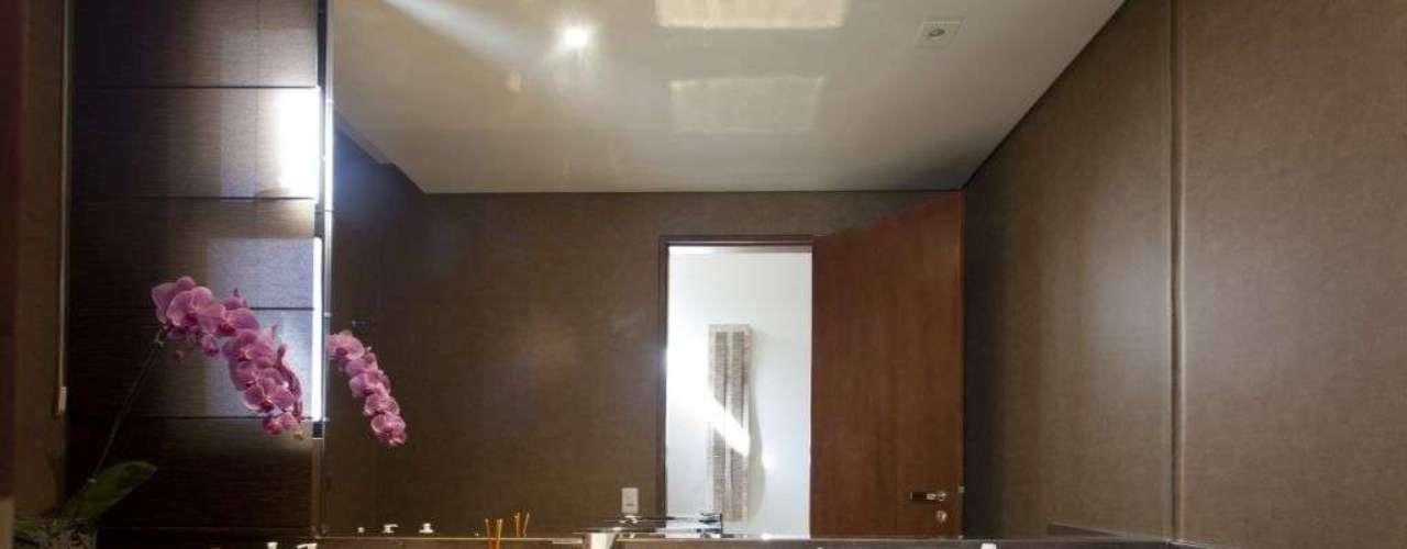Nesse projeto, assinado pela arquiteta e decoradora Denise Monteiro, a cuba foi acoplada à pia