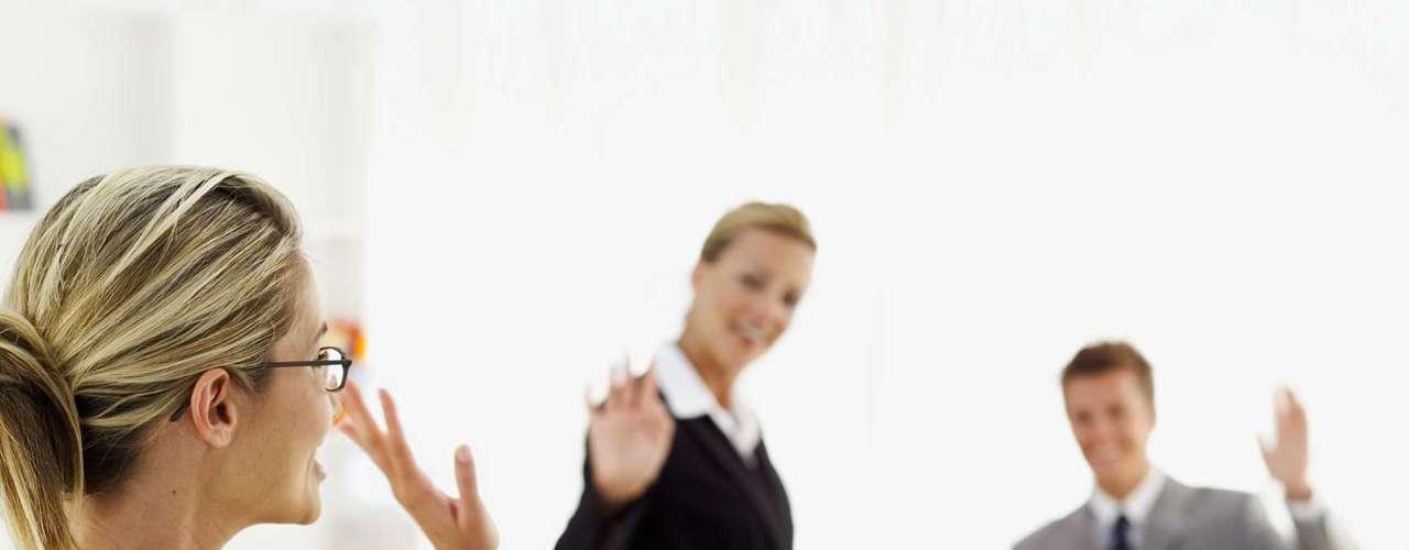 Termine após o trabalho: as manhãs são muito corridas e ainda sobra o risco de ter um dia muito ruim pela frente. Marque um encontro com ele ao anoitecer, depois do expediente, porque assim dá tempo suficiente para uma conversa longa e, ainda, de sair com amigos se precisar desabafar