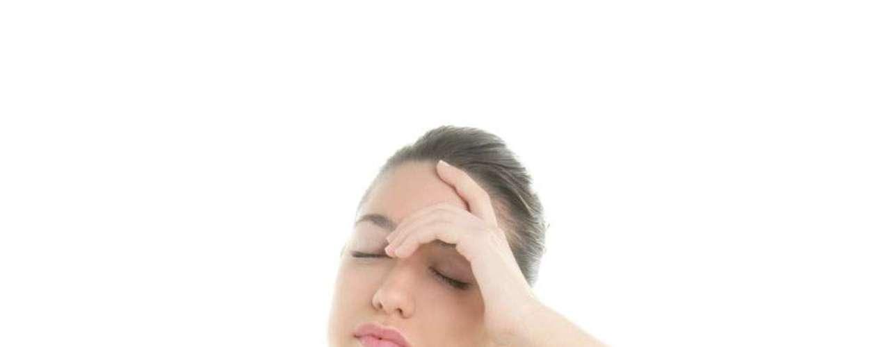 Um estudo realizado em 2000 pelo departamento de psicologia da Universidade de Yale completou as informações já reconhecidas pela medicina de que o estresse leva ao excesso de peso. Pelo novo levantamento, o cortisol, produzido em maior quantidade quando o corpo se sente ameaçado, é o responsável pelo acúmulo de gordura abdominal em mulheres, incluindo as magras. A substância faz a gordura se acumular em volta dos órgãos. As experiências realizadas confirmaram que as mulheres com gordura abdominal secretavam maiores níveis do hormônio do que as que acumulavam em regiões mais periféricas. Portanto, dormir bem, praticar exercícios e promover momentos de relaxamento podem ser mais eficientes do que cortar calorias quanto o assunto for estresse e acúmulo de gordura
