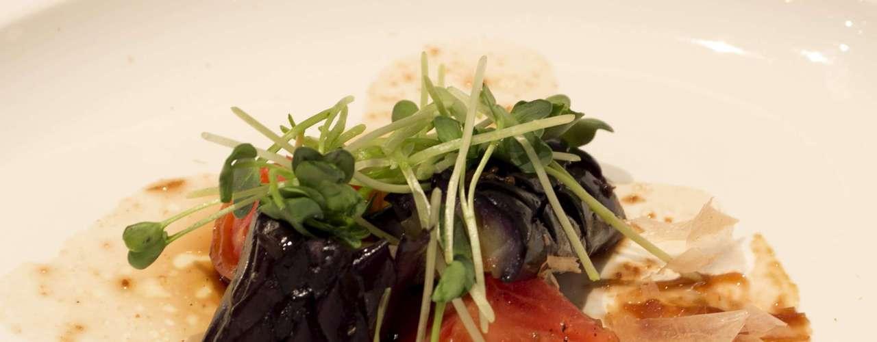 Na noite do próprio sábado (21), o chef foi o convidado para conduzir um jantar exclusivo no Festival Rota dos Sentidos, com direito à harmonização de vinhos. O primeiro prato servido foi o Kappo nassubi momotaro (berinjelas com tomate momotaro); harmonizado com vinho Cava Castellroig Brut (Castellroig - Penedés - Espanha)