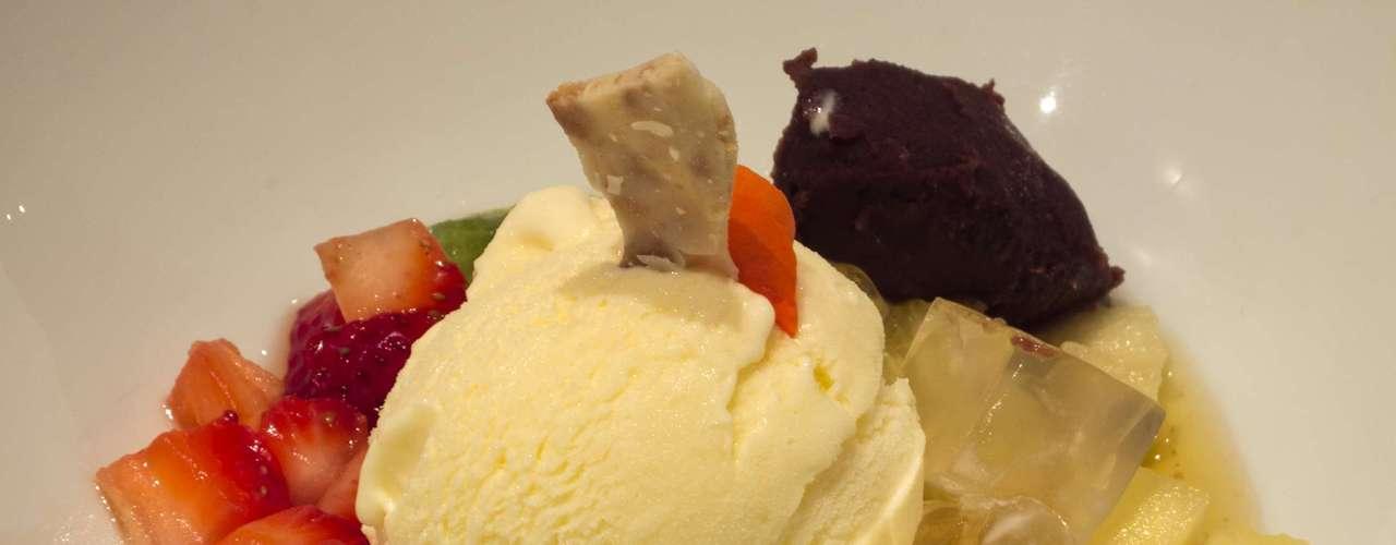 A sobremesa, Anmistu, é um mix de frutas com anko (doce de feijão) e kanten (gelatina de algas); harmonizada com um Santa Rita Late Harvest 2011 (Santa Rita - D.O. Valle de Limarí - Chile)