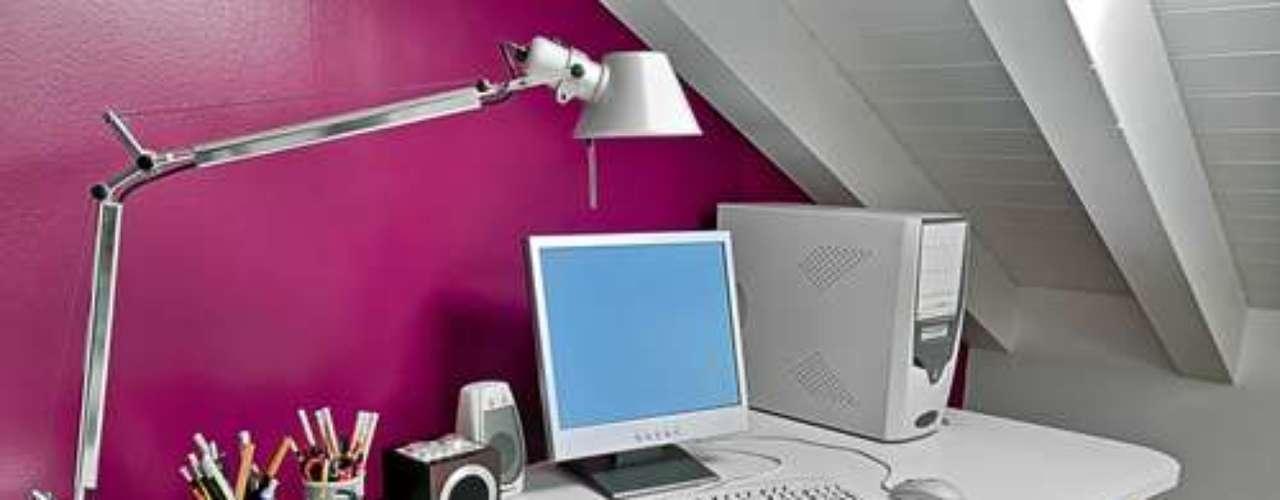 Um escritório pode ser ótima alternativa de utilização do sótão