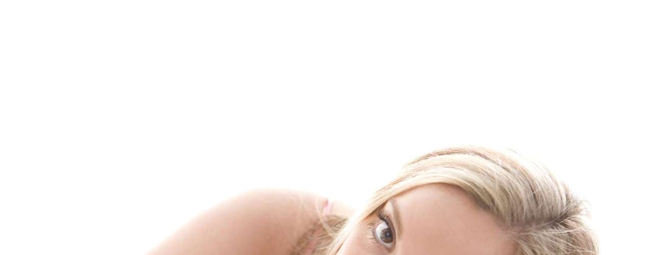 Explore seu corpo: relaxar, apagar as luzes e prolongar as preliminares são dicas fundamentais. Mas para sentir prazer é preciso conhecer o próprio corpo. Passe algumas noites sozinha para descobrir o que você gosta, quais são seus pontos mais sensíveis e conte para o seu parceiro depois. Quando descobrir como chegar ao orgasmo facilmente, nunca mais vai esquecer
