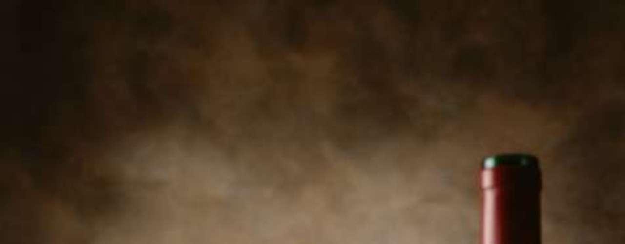 Duas taças de vinho por dia podem melhorar qualidade de vida: saborear duas taças de vinho por dia podem ser o caminho para melhorar a qualidade de vida. De acordo com um estudo da Escola de Medicina da Universidade de Boston, nos Estados Unidos, beber com moderação leva a resultados melhores em testes de habilidade, emoção, mobilidade e capacidade de entender na meia-idade