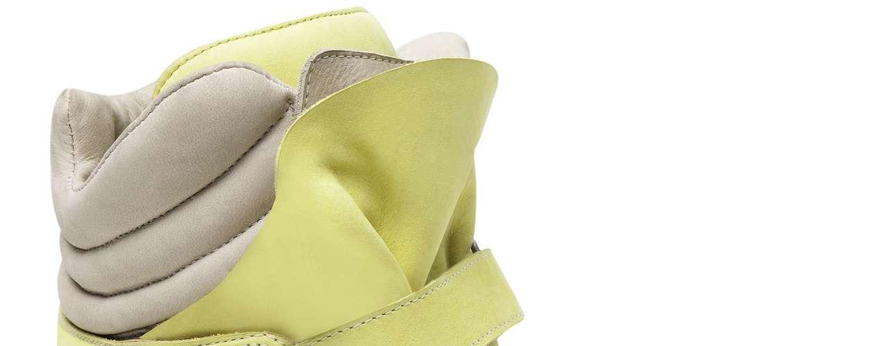 Sneaker Santa Lolla em amarelo e bege. Sai por R$ 269,90. SAC: (11) 3045-8504