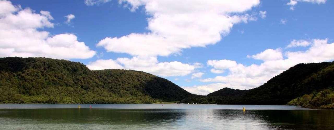 Blue Lake, Nova Zelândia: a 9 km de Rataroa, na ilha norte da Nova Zelândia, o Blue Lake é um lago de águas puras com belas praias rodeadas de vegetação. O lago tem espaços para passar um dia acampando e fazendo piqueniques ou churrascos