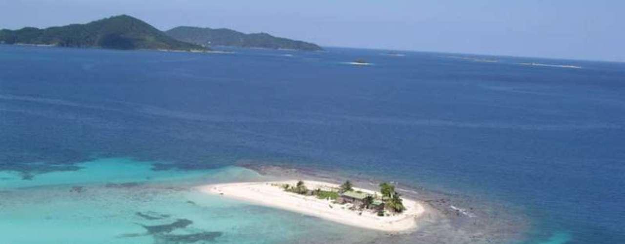 Cayos Cochinos, Honduras: o litoral norte de Honduras tem belas ilhas, como o arquipélago de Cayos Cochinos, formado por duas ilhas principais (Cayo Menor e Cayo Grande) e 13 ilhotas de coral. Cayos Cochinos tem águas azuis perfeitas para relaxar e mergulhar em meio a recifes e peixes coloridos