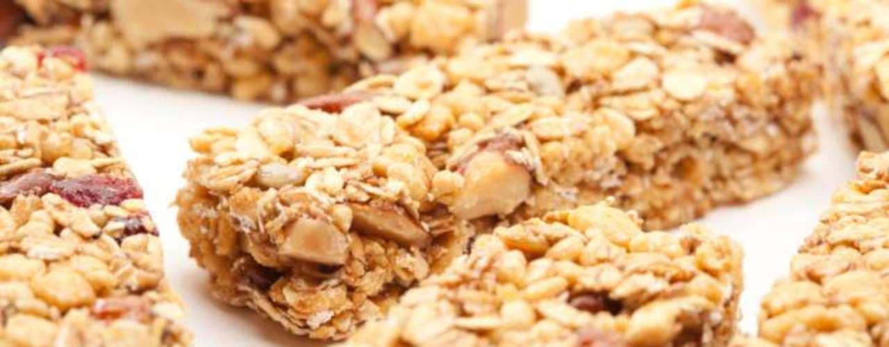 Para quem não tem tempo, ou não tem fome, uma barrinha de cereal pode servir como um combustível para o organismo antes de malhar