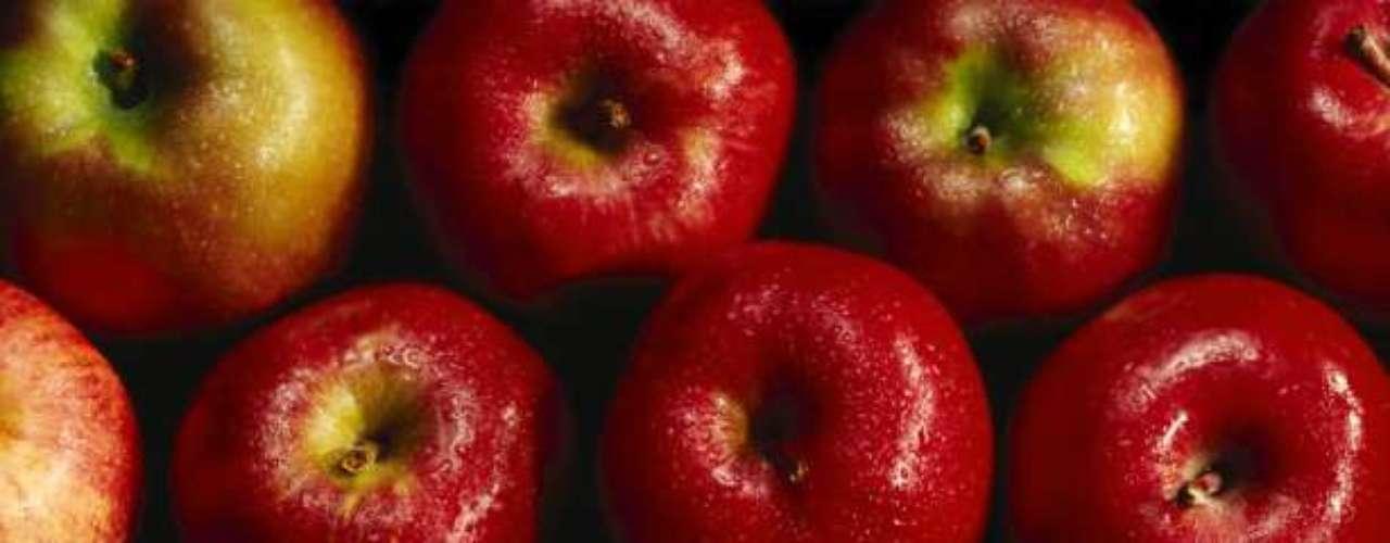 Coma maçã, pera e blueberry: quem saboreia maçã, pera e mirtilo (blueberry) tem menos chance de desenvolver diabetes tipo 2, como informou um estudo divulgado pela publicação American Journal of Clinical Nutrition. O levantamento contou com dados de 200 mil pessoas e concluiu que o benefício está relacionado às antocianinas presentes nas frutas