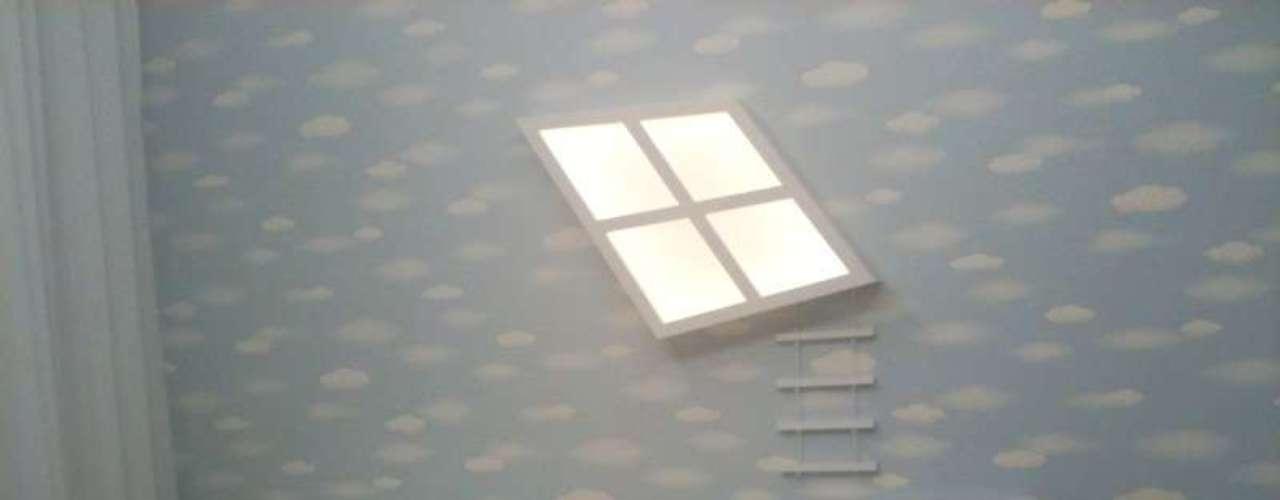 Este dormitório usa branco e tons de azul. É uma elegante opção para quem está esperando um menino. Informações: (11) 4301-8182